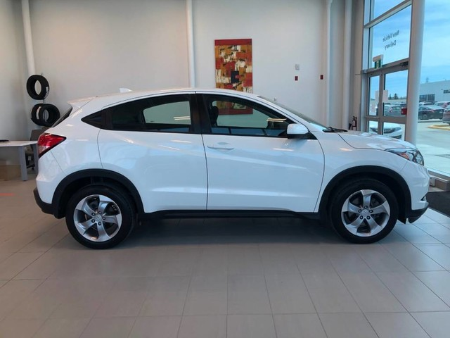 Certified Pre-Owned 2018 Honda HR-V LX / Certified / Bluetooth / Heated seats / Rear view camera