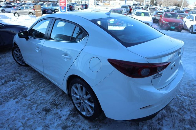 Pre-Owned 2017 Mazda3 GT **Crown Original**